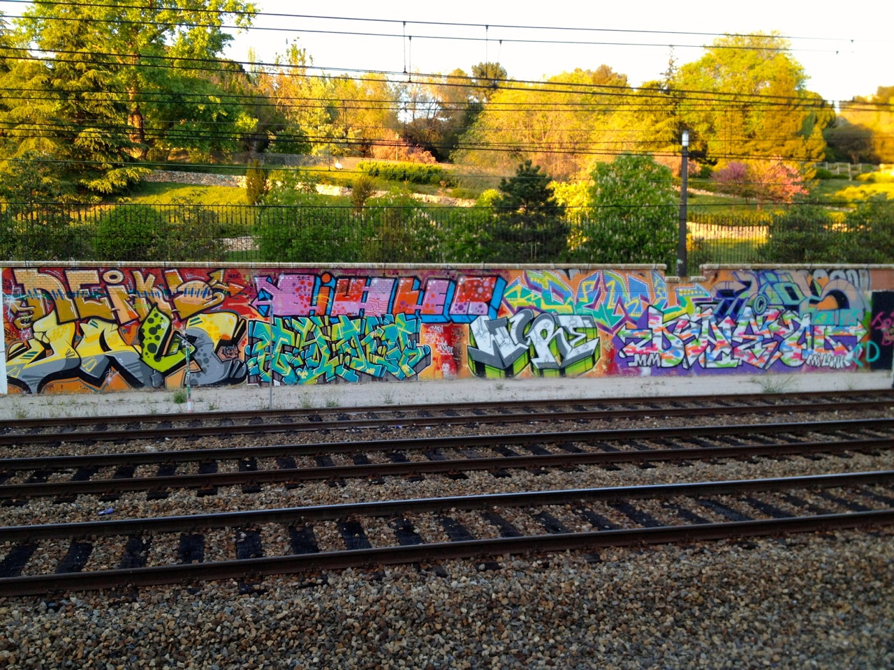 Firmas o tags en las vías del tren