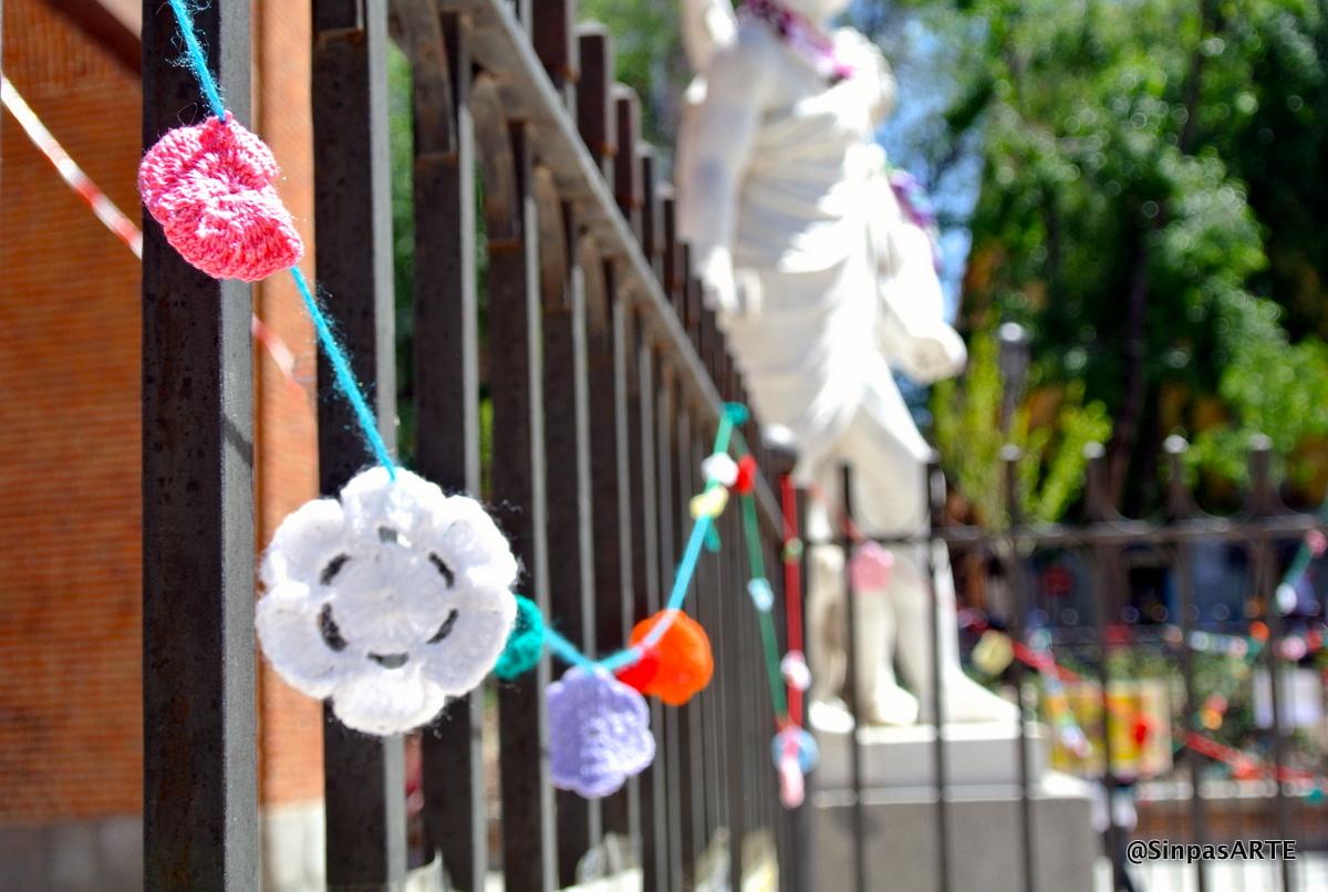Flores para adornar las estatuas