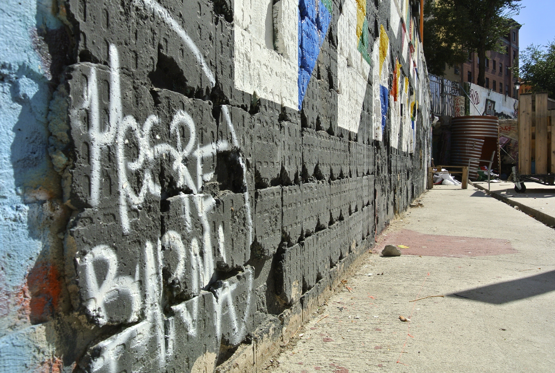 Muro intervenido por Kaufman