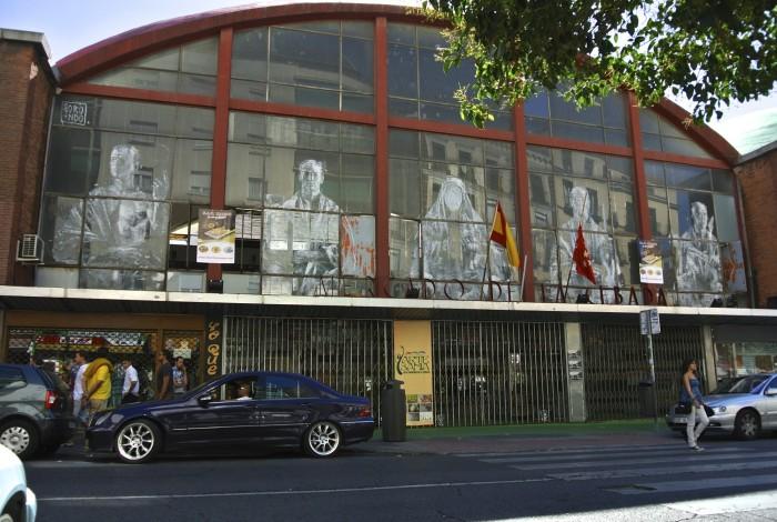Cristaleras intervenidas por Gonzalo Borondo para SeAlquilaMercado