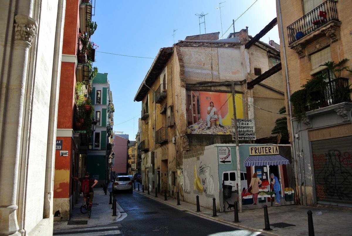 Las Gigantografías de Luis Montolio siguen invadiendo el barrio de El Carmen